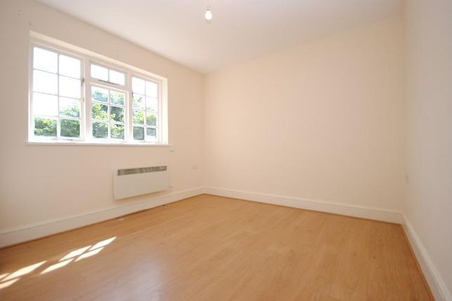 Thumbnail Flat to rent in Colboug Road, Elephant And Castle, London