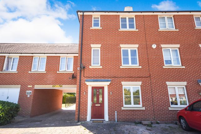 Thumbnail Town house for sale in Burghley Way, Chelmsford