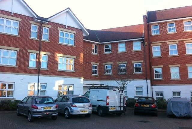 2 bed flat to rent in Bell Chase, Aldershot