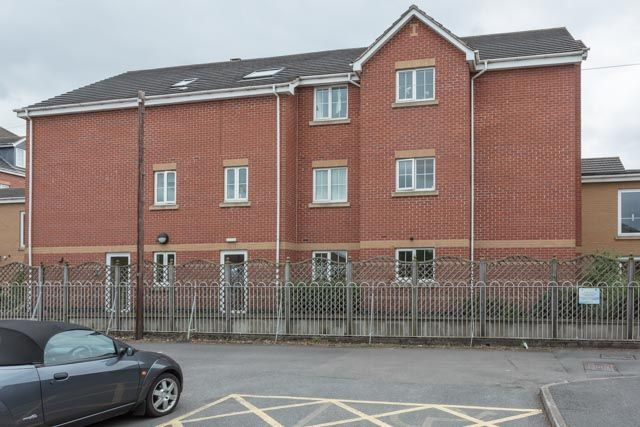 Thumbnail Flat for sale in Wanlip Lane, Birstall, Leicester