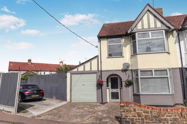 3 bed terraced house to rent in Brooklands Avenue, Eastwood, Leigh-On-Sea SS9