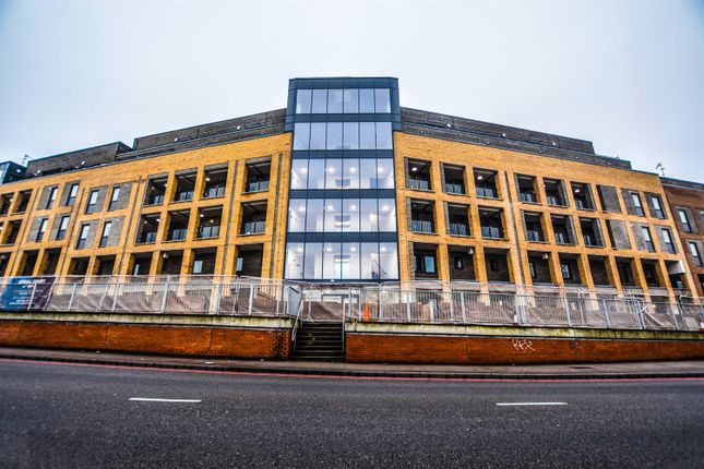 Thumbnail Property to rent in Amber Court 252 Bowes Road, London
