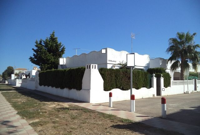 2 bed bungalow for sale in Avenida Justo Quesada, Los Alcázares, Murcia, Spain
