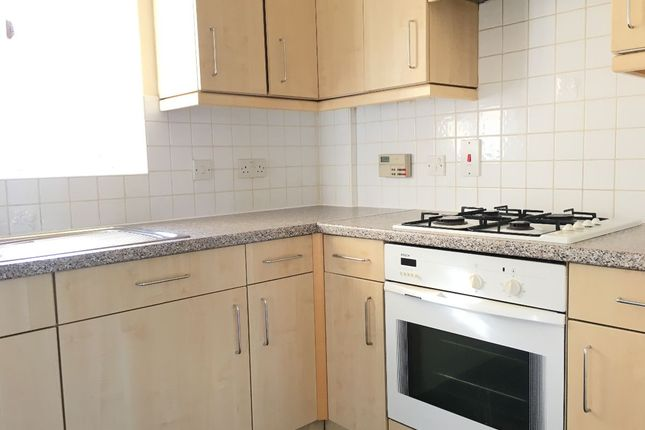 Thumbnail Flat to rent in Bunce Drive, Caterham