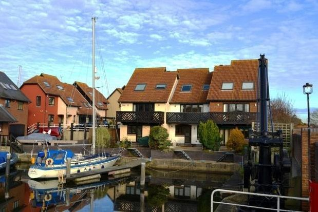 Thumbnail Terraced house to rent in Velsheda Court, Hythe, Southampton