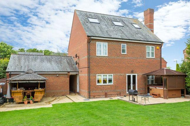 Picture No. 26 of Farm Crescent, London Colney, St. Albans, Hertfordshire AL2