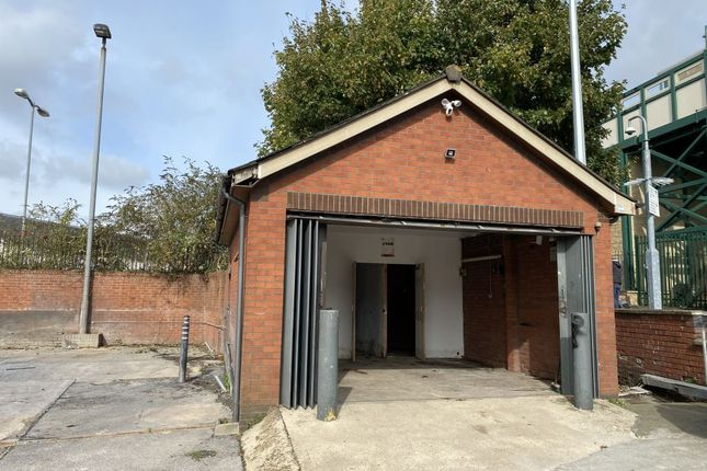 Warehouse to let in Station Hill, Chippenham