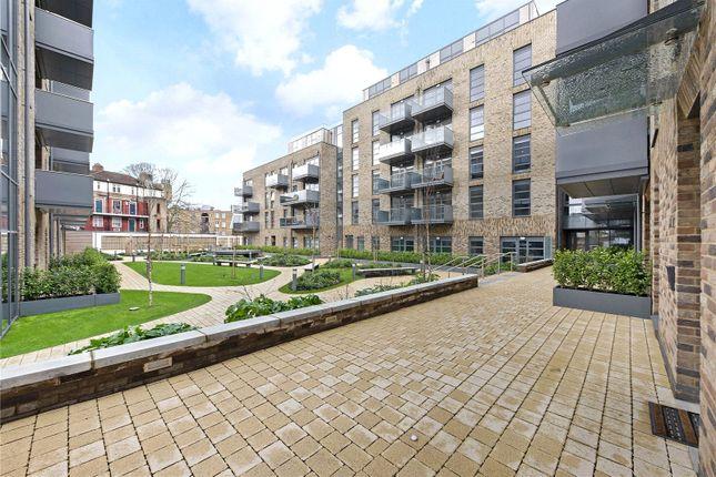 Thumbnail 3 bed flat to rent in Alwen Court, Pages Walk, London Bridge