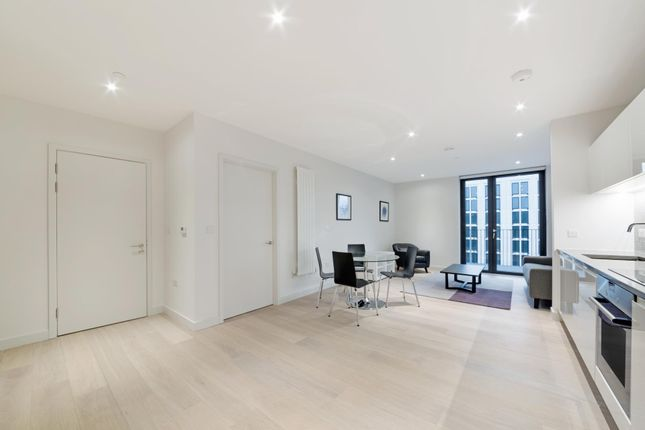 Thumbnail Flat to rent in Masthead House, Royal Wharf, London