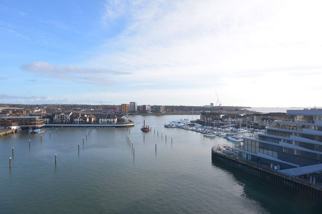 Thumbnail Flat to rent in Alexander Wharf, Ocean Village, Southampton, Hampshire