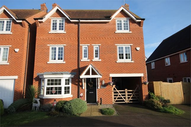 4 bed detached house for sale in Pond Close, Fernwood, Newark, Nottinghamshire.