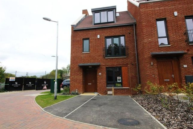 Thumbnail Property to rent in Green Close, Brookmans Park, Hertfordshire