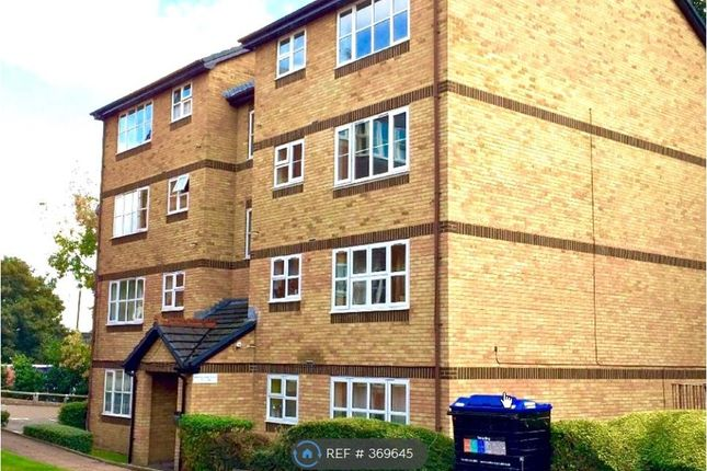 Thumbnail Flat to rent in Gainsborough Court, London