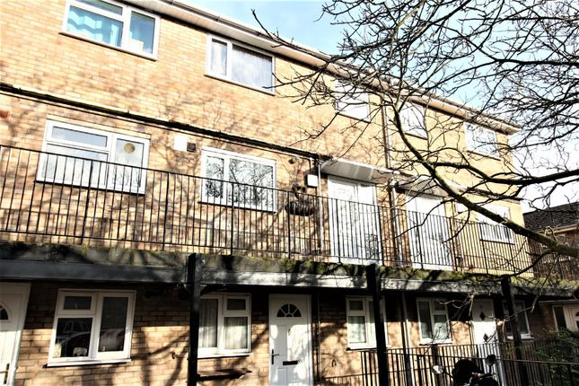 Thumbnail Flat to rent in Heather Way, Hemel Hempstead