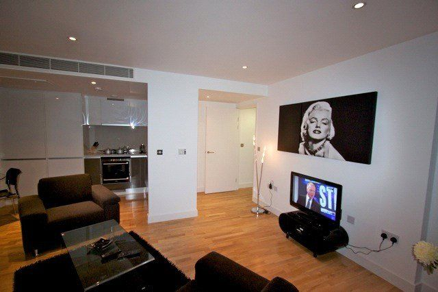 Thumbnail Flat to rent in Landmark East, 24 Marsh Wall, London