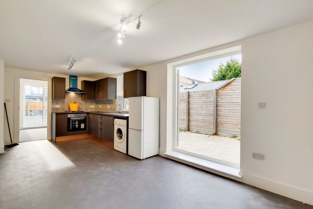 Thumbnail Flat to rent in Peckham Grove, London