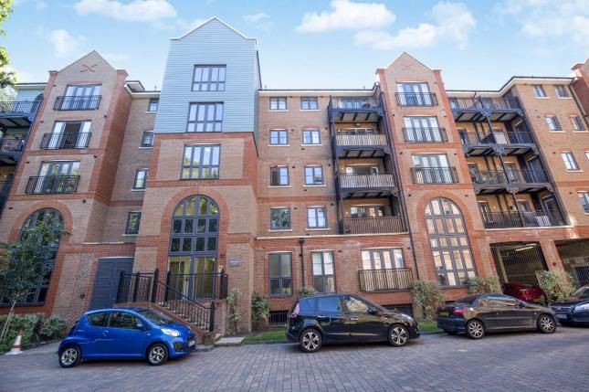 Thumbnail Flat for sale in Piazza House, Cannons Wharf, Tonbridge, Kent