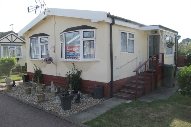 Thumbnail Mobile/park home for sale in Foxhunter Residential Park (Ref 5976), Monkton, Nr Ramsgate, Kent
