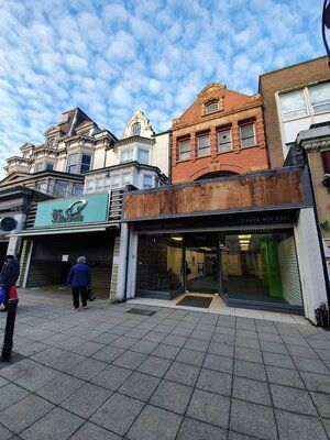 Retail premises to let in Ocean Road, South Shields