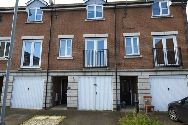 Thumbnail Terraced house to rent in Vincent Close, Great Yarmouth