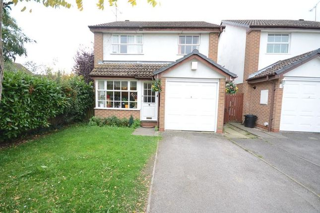 Thumbnail Detached house to rent in Rose Close, Woodley, Reading