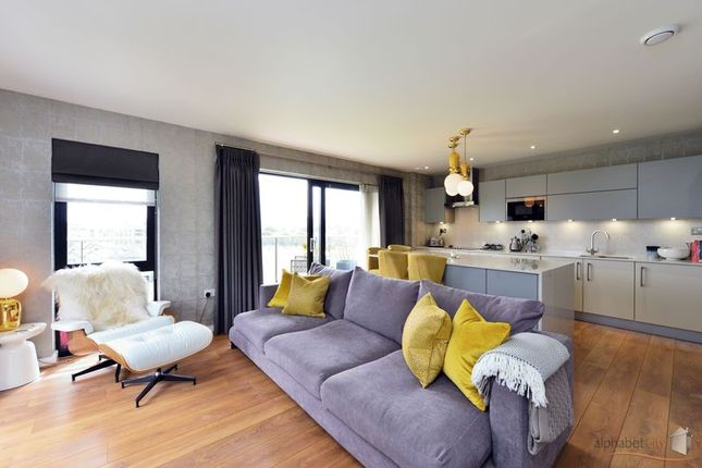 Thumbnail Flat for sale in Boathouse Apartments, Cotall Street Poplar, London
