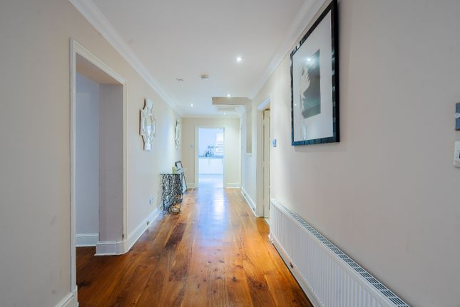 3 bed flat for sale in Wray Park Road, Reigate RH2