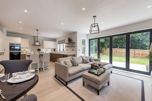 Thumbnail Semi-detached house to rent in South Park View, Gerrards Cross