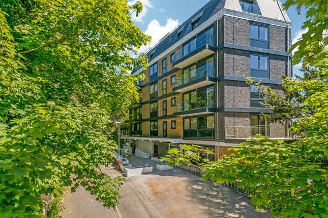 Thumbnail Flat for sale in Vale House, Clarence Road, Tunbridge Wells