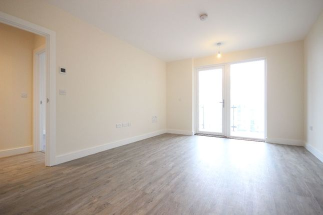 Thumbnail Flat for sale in Peninsula Quay, Pegasus Way, Victory Pier, Gillingham