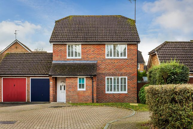 3 bed link-detached house for sale in Park Farm Close, Horsham