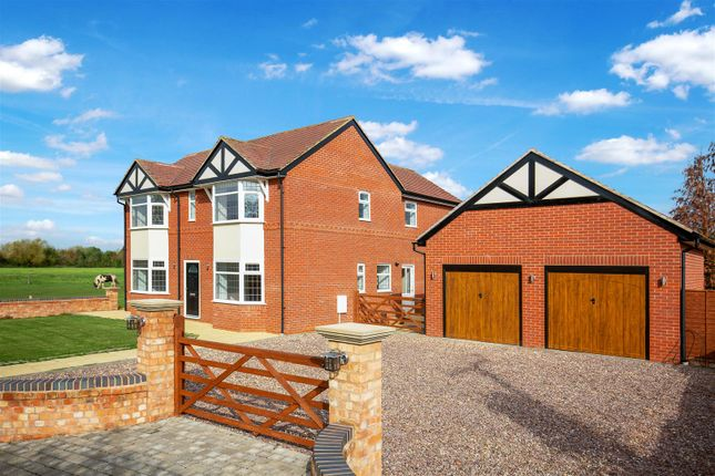 Thumbnail Detached house for sale in Cleeve Road, Bidford-On-Avon, Alcester