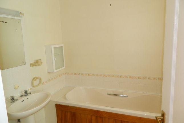 Bathroom of Iona Crescent, Cippenham, Berkshire SL1