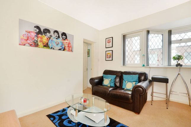 Thumbnail Flat to rent in Station Approach, West Byfleet