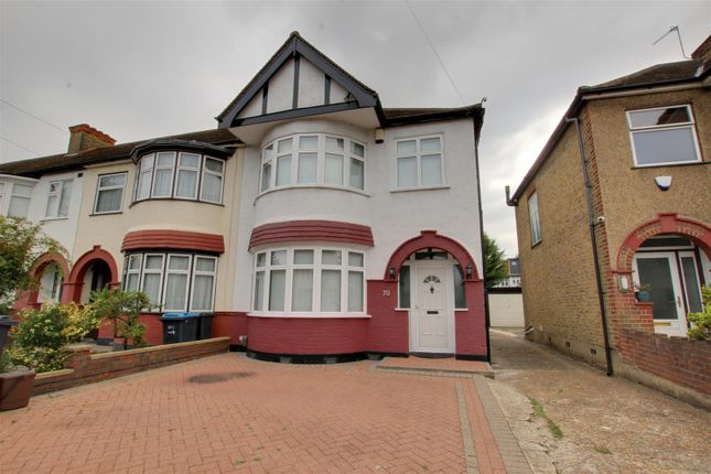 3 bed property to rent in Trinity Avenue, Enfield EN1
