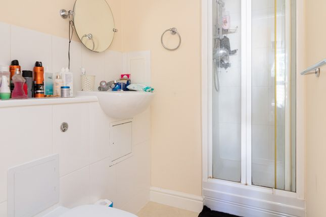 Ensuite of Bingley Court, Canterbury CT1