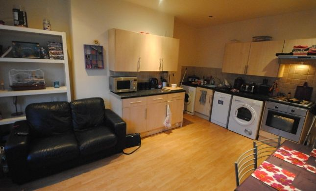 Thumbnail Flat to rent in 185 Kirkstall Lane, Leeds