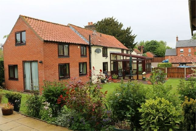 Thumbnail Cottage for sale in 4 Donington Road, Horbling, Sleaford, Lincolnshire