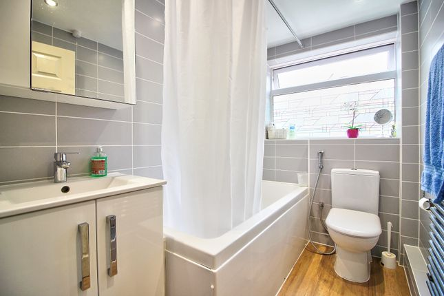 Bathroom of Mowbray Drive, Tilehurst, Reading RG30