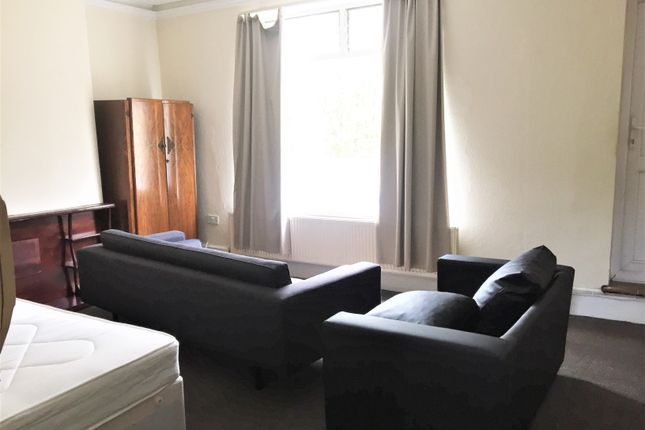 Studio to rent in Archway Road, Highgate