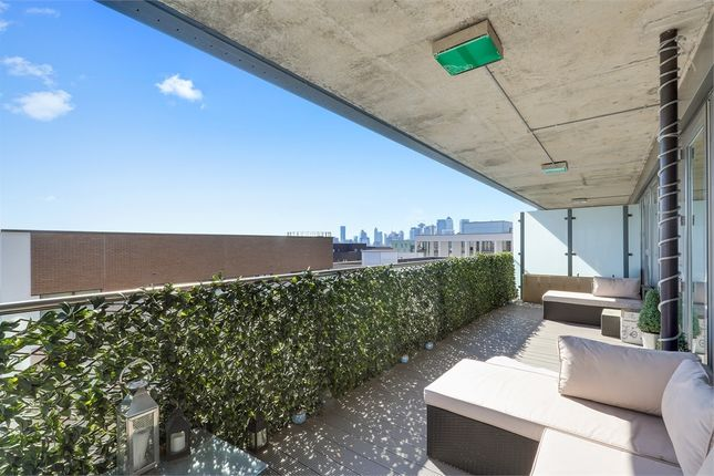 Thumbnail Flat for sale in Bessemer Place, London