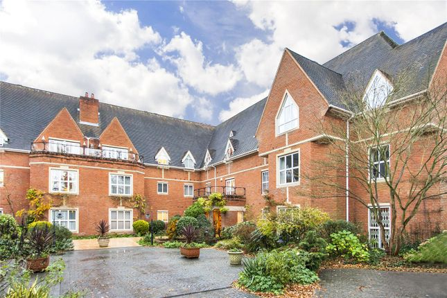Thumbnail Flat to rent in Warren Road, Coombe, Kingston Upon Thames