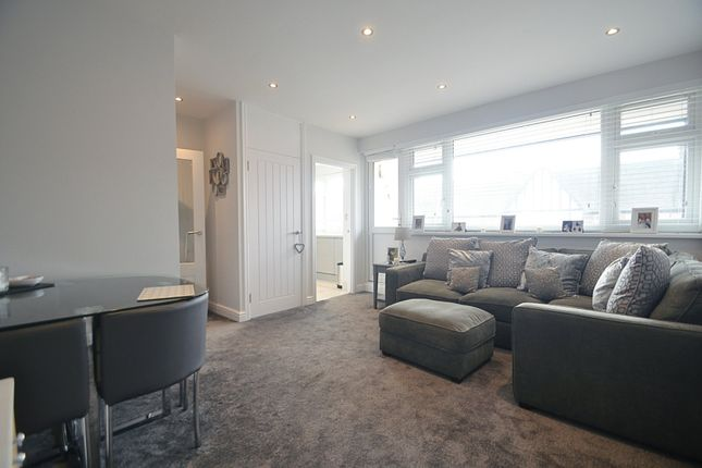2 bed flat to rent in Chatsworth Parade, Petts Wood, Orpington BR5