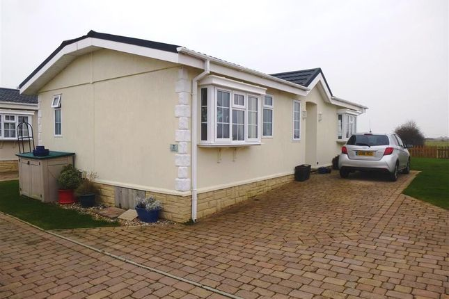 Thumbnail Mobile/park home for sale in Kingfisher Close, Normans Bay, Pevensey