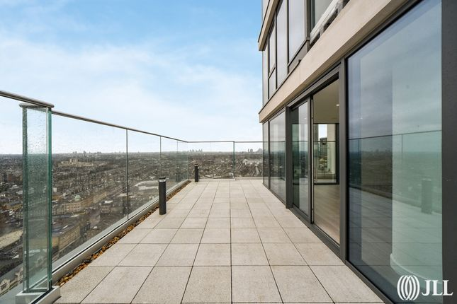 Thumbnail Flat for sale in City North Place, London