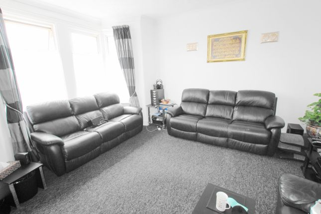 Thumbnail Flat for sale in Belmont Road, Ilford