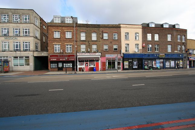 4 bed flat to rent in York Road, Clapham Junction