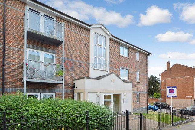 Thumbnail Flat to rent in Glyndon Road, London