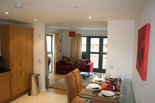 3 bed flat to rent in Kenninghall Road, Stoke Newington