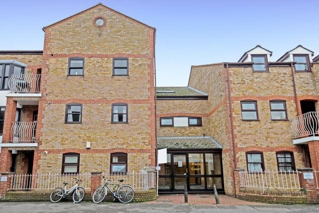 Thumbnail Flat for sale in South Park Court, Oxford